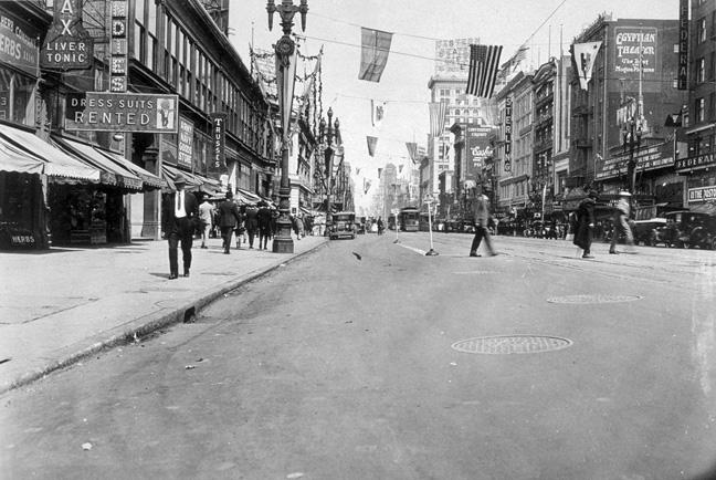 Market near 7th, 1925