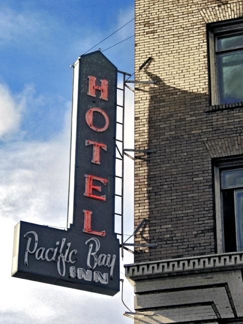 Neon---Pacific-Bay-Inn