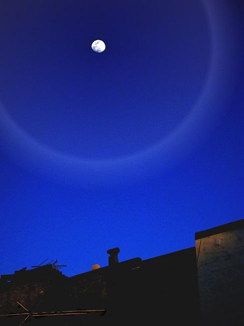 Waxing-Moon-over-6th-Street